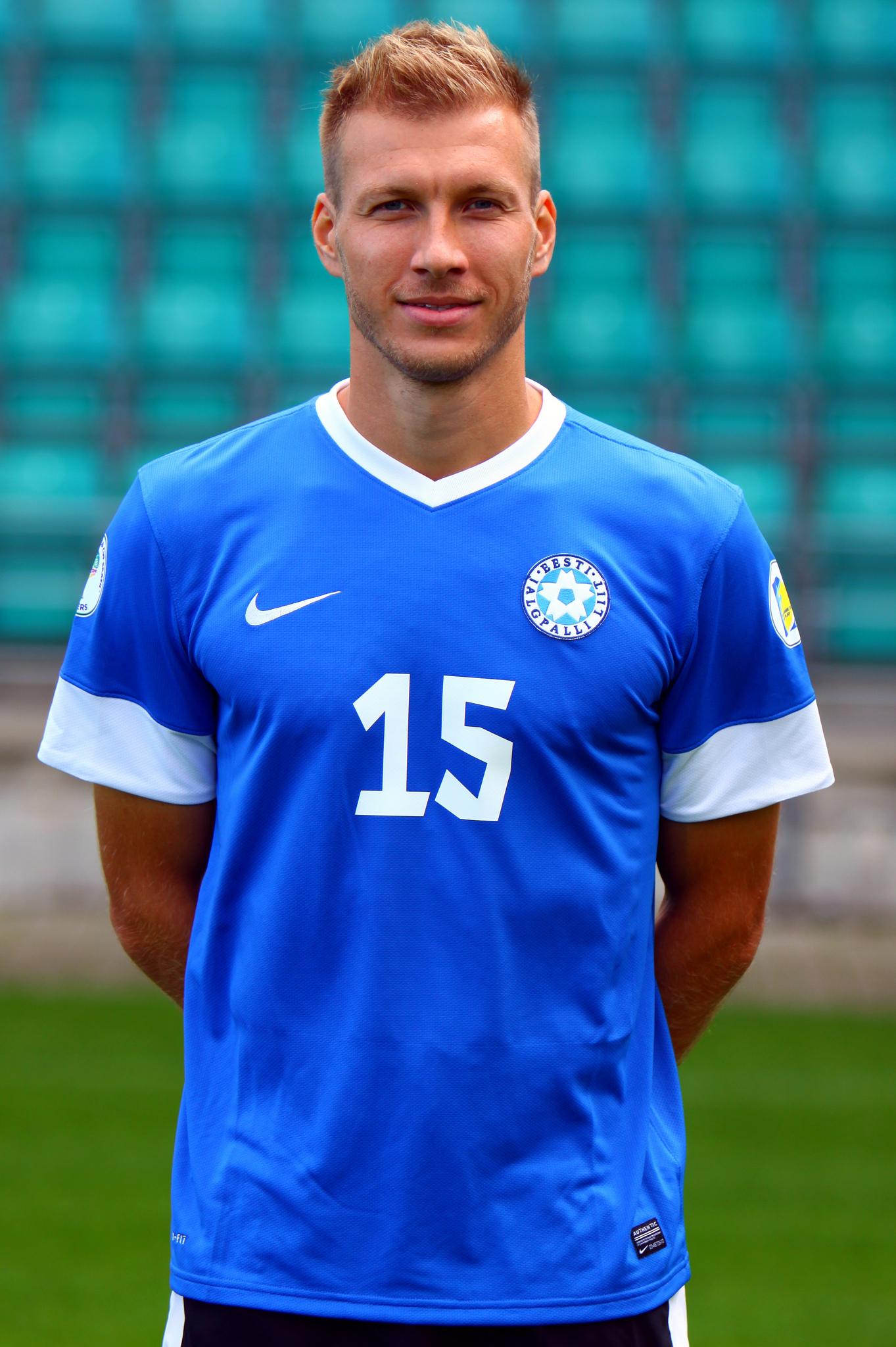 6005c11be43 Eesti jalgpallikoondise kapten on Ragnar Klavan, kes mängib Saksamaa  kõrgliigaklubis Augsburg.